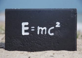 Как получается E=mc²