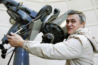 Почему расстояния в космосе измеряются не в километрах, а в световых годах и парсеках?